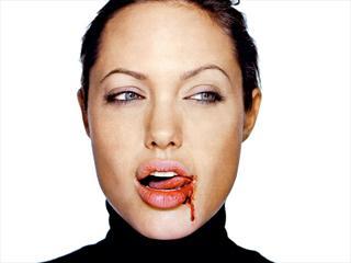 Angelina Jolie被爆是假面慈母嗜童血