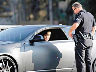 Justin Bieber驾车再被警截查