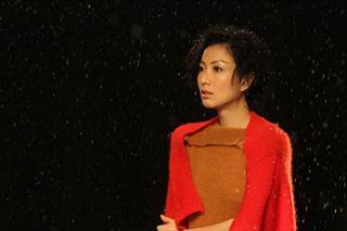 郑秀文献声《高海拔之恋II》 拍摄MV遭雪喷