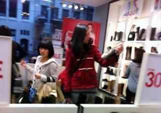 44岁王祖贤保养得宜 白嫩如少女
