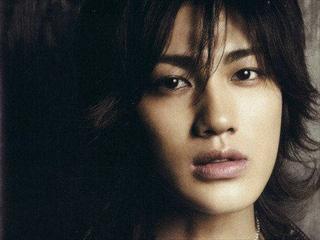 赤西仁与美国歌手合作 专辑夺公信榜首位