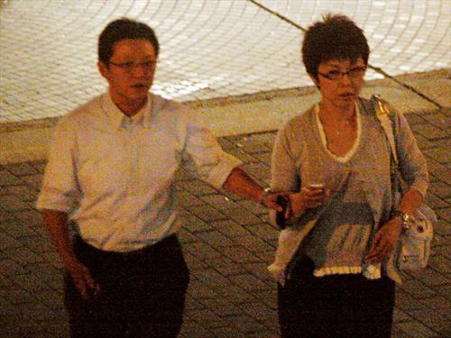 关菊英9月英国嫁蕾丝富婆?