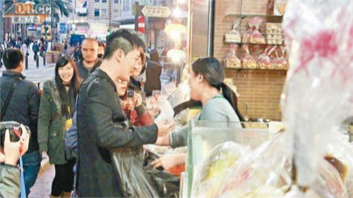 林峰街头拍剧 买面包老板娘不要钱