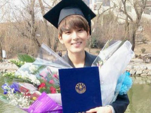 Super Junior厉旭苦修6年 终于大学毕业