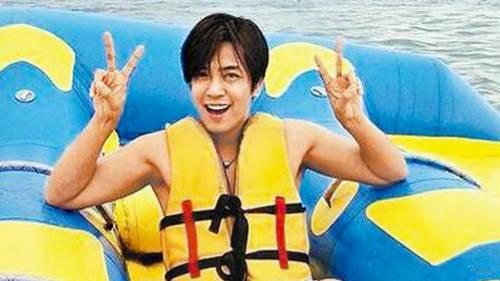 罗志祥率团游峇里 香蕉船上耍帅坠海
