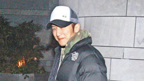 谢霆锋承认在张柏芝家过夜 两人做邻居