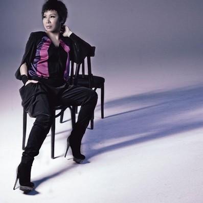 黄小琥《对爱期待》MV
