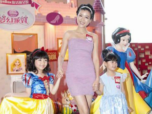 陈茵媺当公主庆祝开心复活节