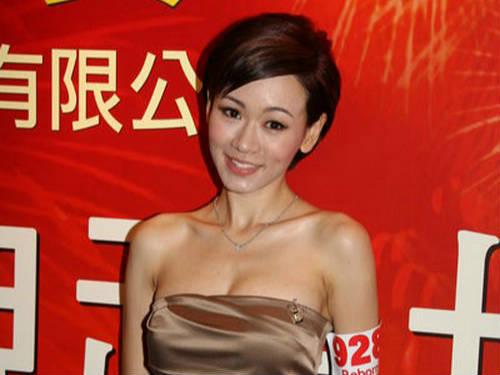 杨思琦女儿随母姓 改名杨卓颖
