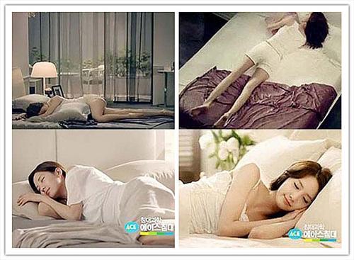 少时允儿、徐贤拍睡床广告 秀性感睡姿