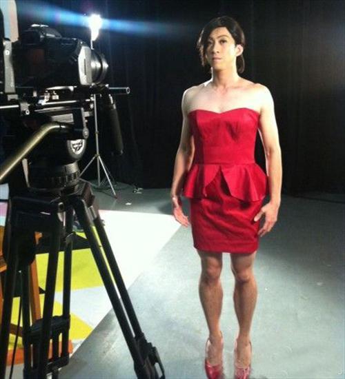 陈汉典穿红裙模仿小S 还能更夸张一点吗?