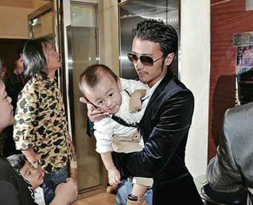谢霆锋帅气迷倒超模 与张柏芝齐为儿子庆生