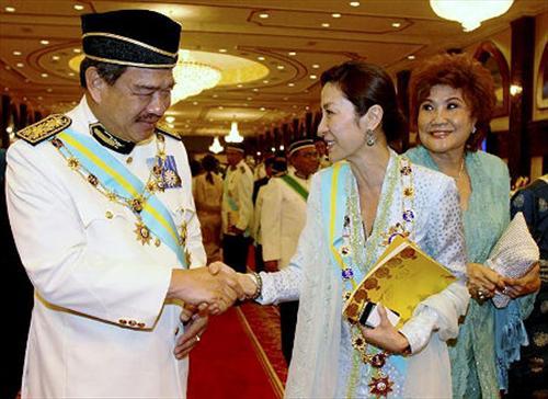 杨紫琼受封大马拿督斯里 首位华裔女艺人获高勋