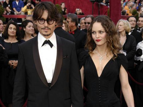 Johnny Depp与多年女友凡妮莎和平分手