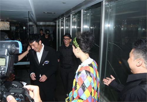 许志安郑秀文出席好友婚宴被催婚