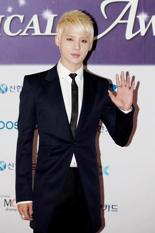JYJ金俊秀SOLO专辑 零宣传卖破12万惊人纪录