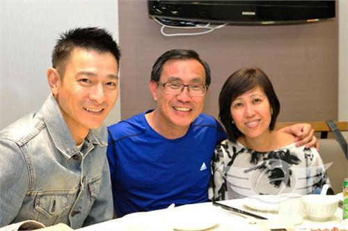 刘德华与昔日同学聚会 父亲节缅怀青春